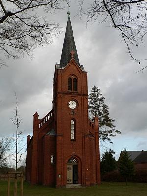 Kirche auf der grünen Wiese